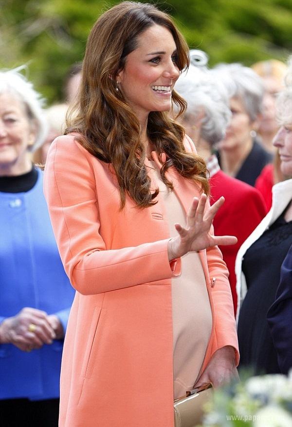 Кейт Миддлтон находится на заключительном сроке беременности, но не забывает про моду и мероприятия