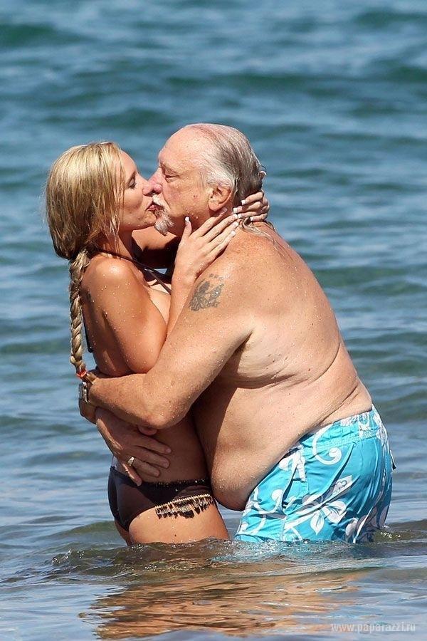 Молодая жена старика с любовником порно