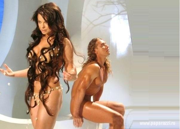 Лесбиянки ани лорак без трусов голая брюнеткой онлайн