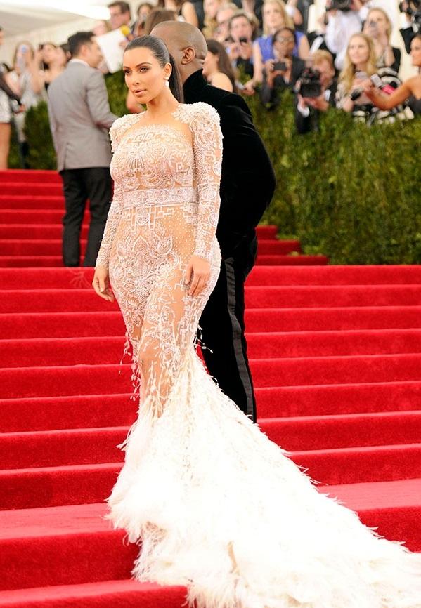 Никки Сандерсон решила повторить сенсационный выход Бейонс в белом платье