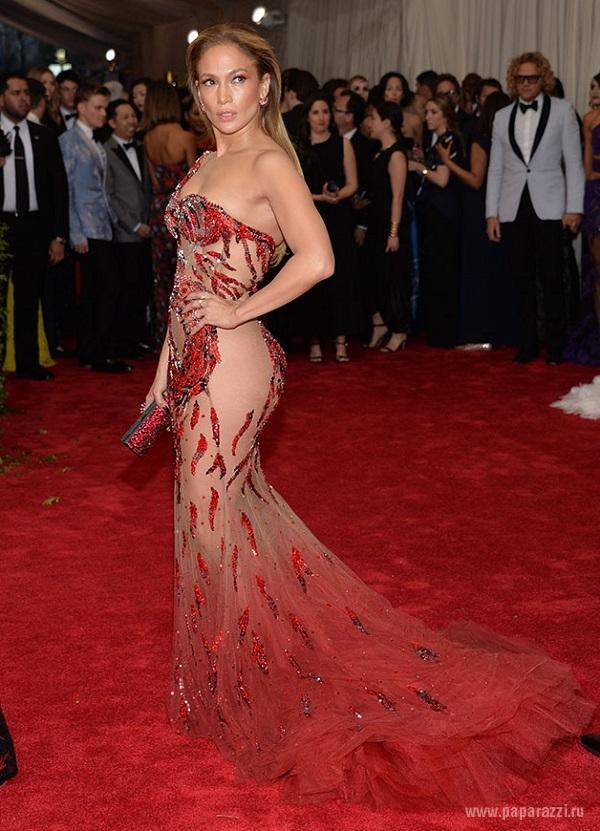 """Дженнифер Лопес отличилась своим выходом в """"голом"""" платье на Billboard Music Awards 2015"""