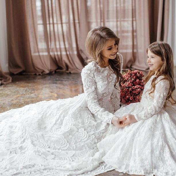 Фото мамы и дочки в свадебном платье