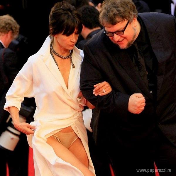 Папарацци засняли обнаженную грудь Софи Марсо в новом наряде