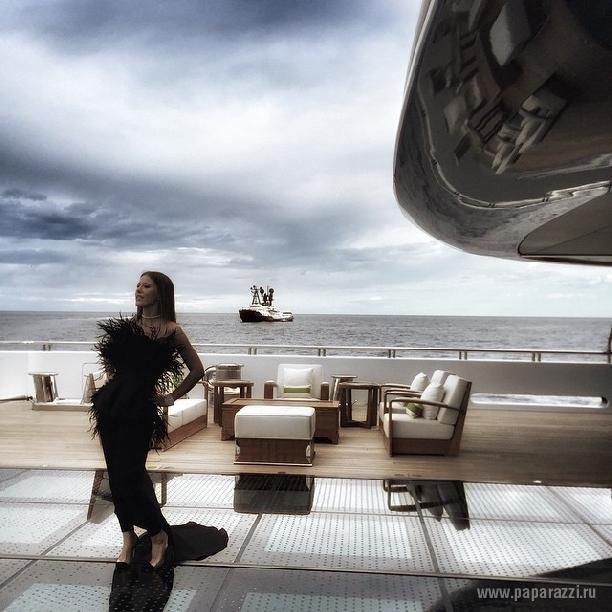 Ксения Собчак выложила фотографию в модном купальнике
