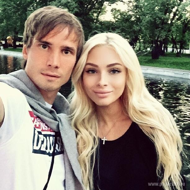 Алена Шишкова осталась одна с дочкой Алисой
