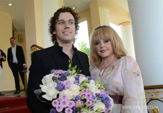 Галкин с женой и малышами