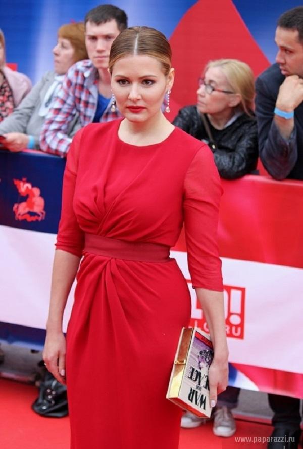 Мария кожевникова в красном сексуальном платье