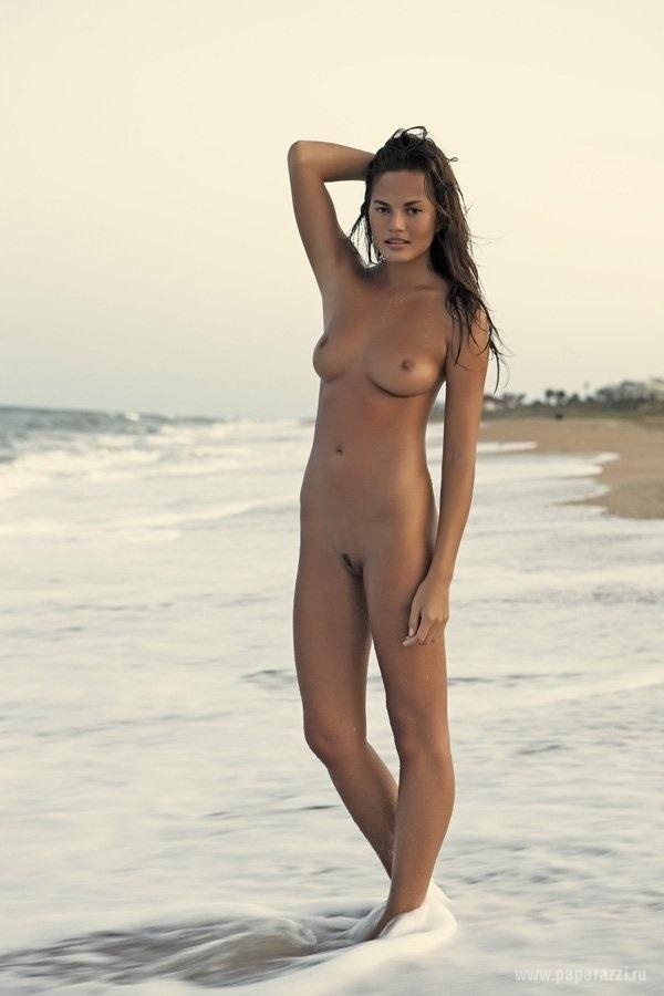 Крисси Тейген полностью обнажилась для фотосессии