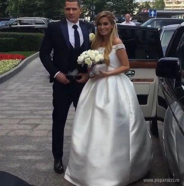 Танцы на свадьбе Ксении Бородиной и Курбана Омарова обернулись скандалом