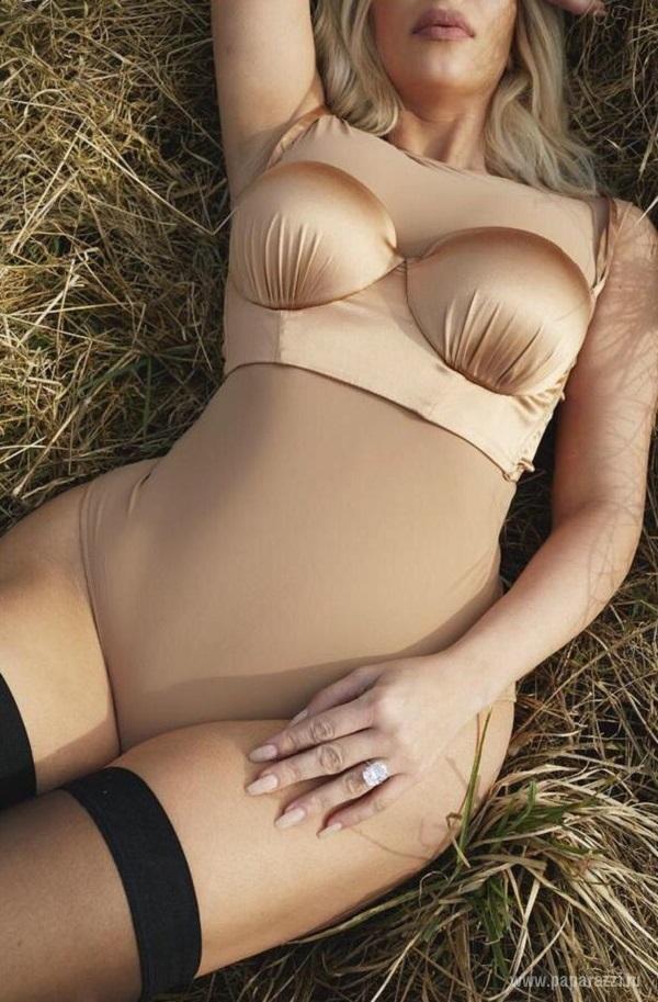 Ким Кардашян - блондинка в грязи и чулках для System Magazine