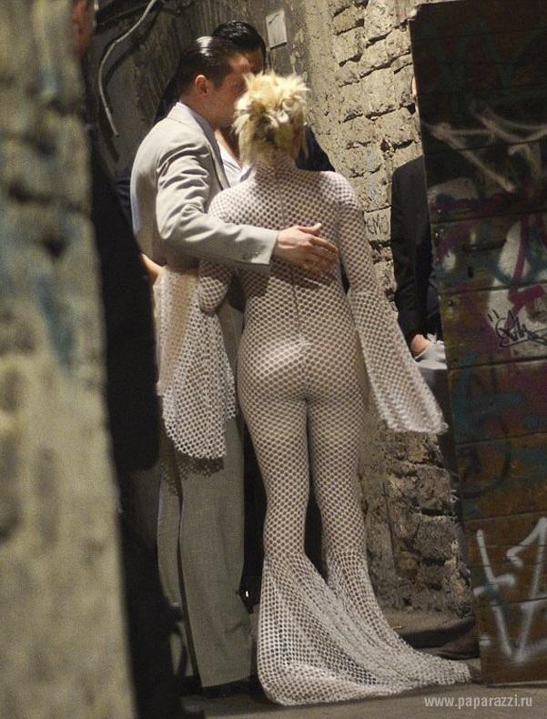 Леди Гага примерила прозрачный костюм сексуальной стюардессы
