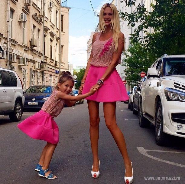 Виктория Лопырева случайно засветила трусики