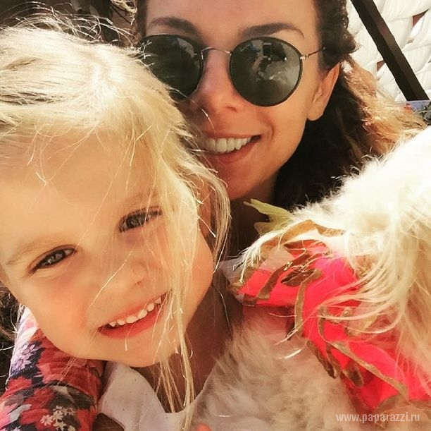 Анна Седокова воссоединилась с бывшим мужем ради дочки