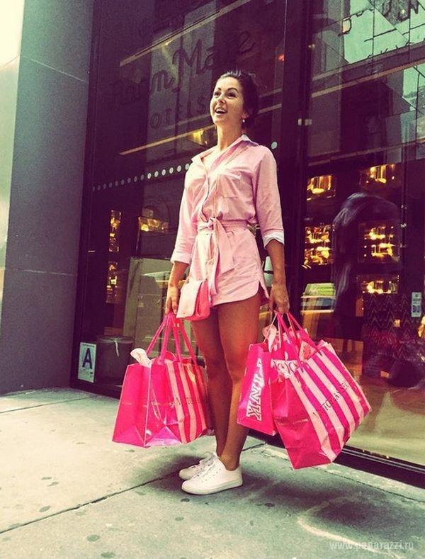 Нюша В Розовом Платье