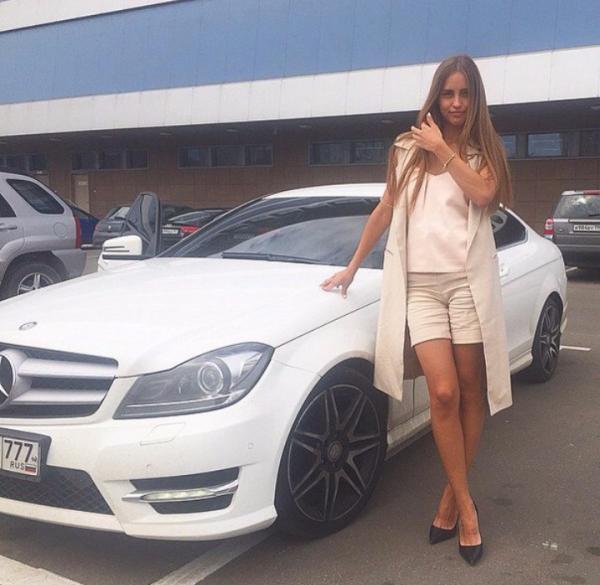 Анастасия Киушкина ушла с телепроекта Дом-2 за периметр и спала в своей машине