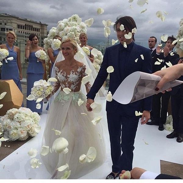 Татьяна Волосожар вышла замуж за Максима Транькова в прозрачном платье на голое тело