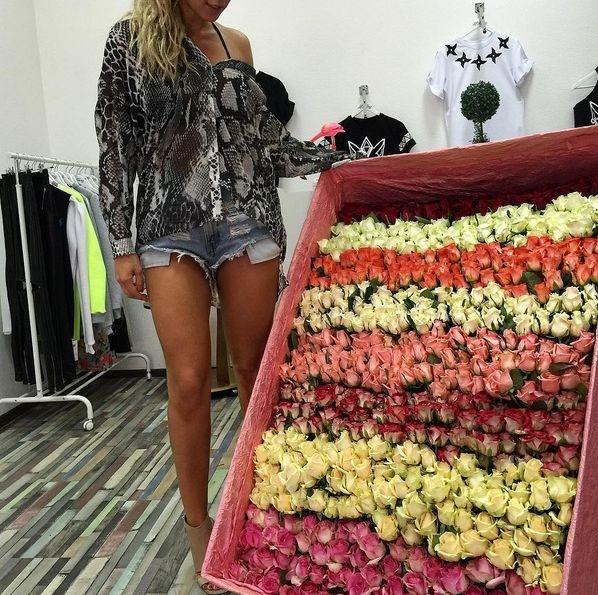 Анна Седокова получила роскошный подарок от таинственного поклонника