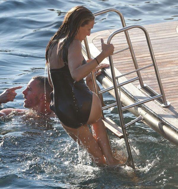 50-летняя Сара Джессика Паркер оттянулась на яхте на Ибице