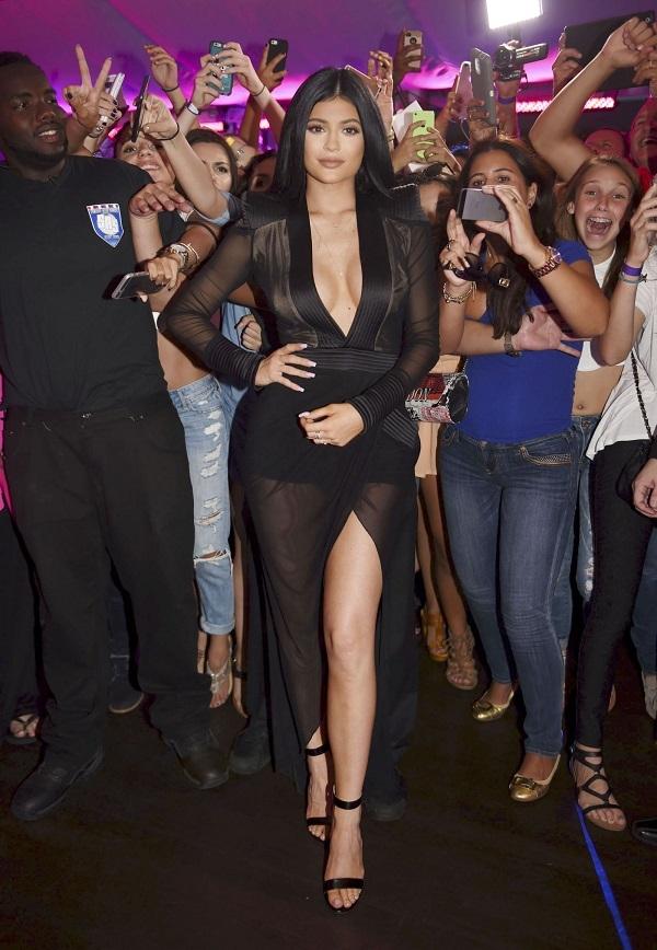 Ким Кардашян благословила сестру Кайли Дженнер на съемки в порно