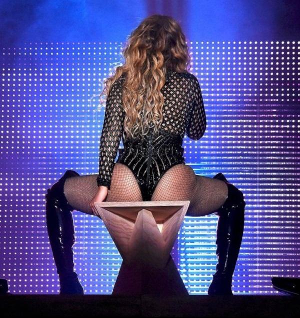 Бейонсе устроила эротическое шоу на фестивале в Филадельфии (фото и видео)