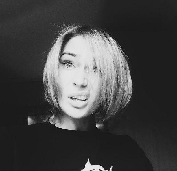 Алена Водонаева отказалась от нарощенных волос и сделала каре