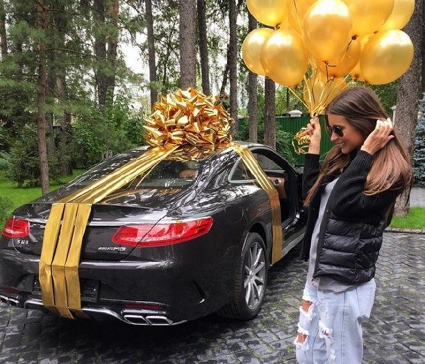Кэти Топурия получила в подарок на день рождения машину стоимостью 13 миллионов рублей