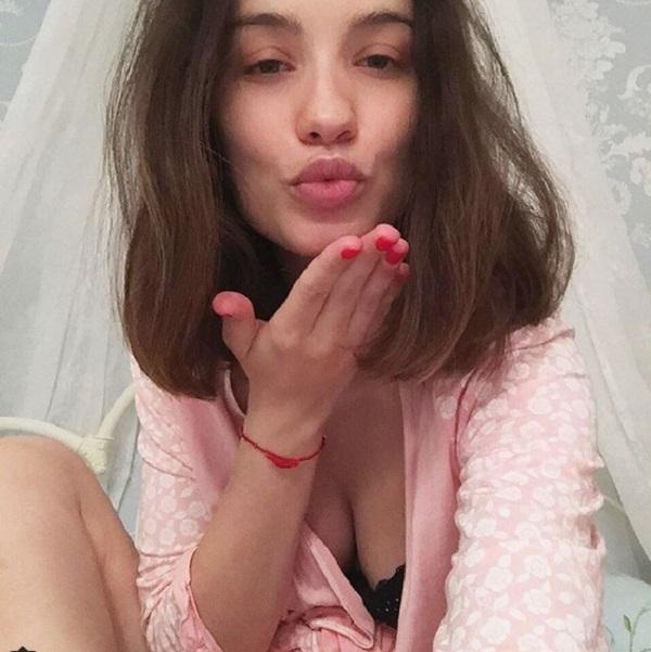 Виктория Дайнеко перестала причесываться и делать макияж