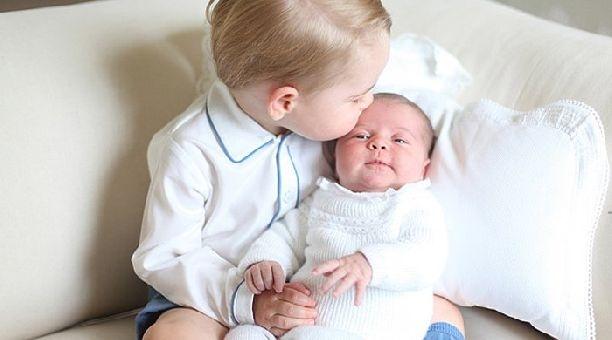 Кейт Миддлтон показала свежие снимки своей дочки