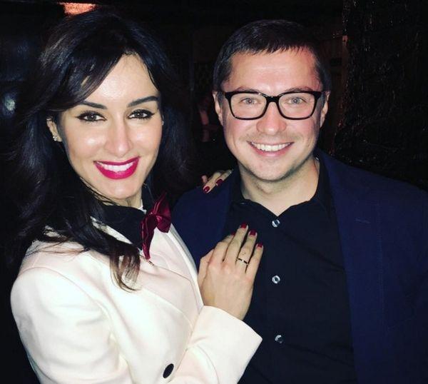 Тина Канделаки тайно вышла замуж и показала обручальное кольцо