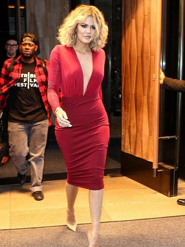 Хлои Кардашьян продемонстрировала стоячую грудь после пластики