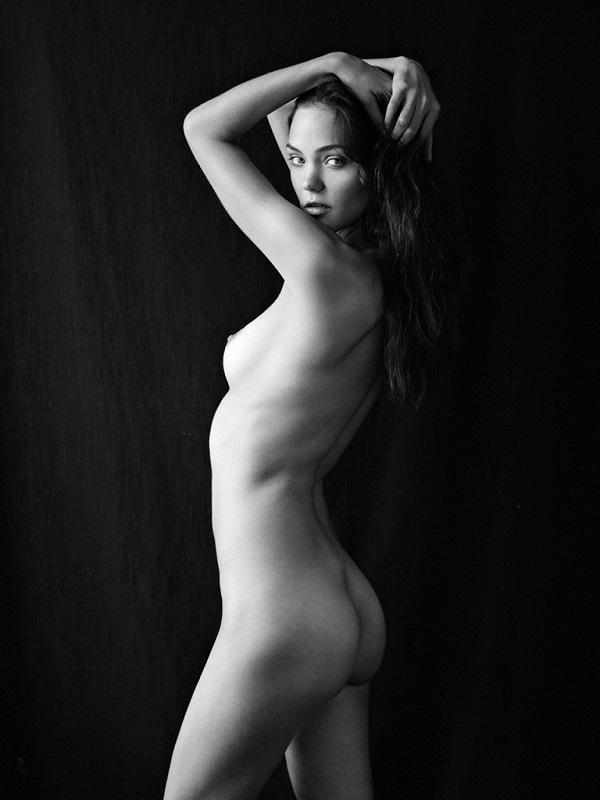 Звезда сериала «Игры Престолов» Олли Крэм снялась в откровенной фотосессии