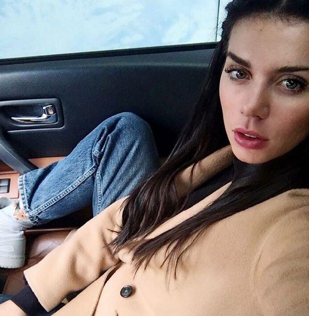 Анна Седокова приехала на съемки в гардине