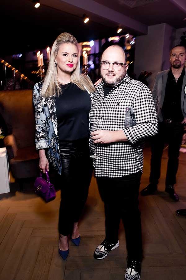 На светской вечеринке Анна Семенович попала в кадр с импозантным мужчиной