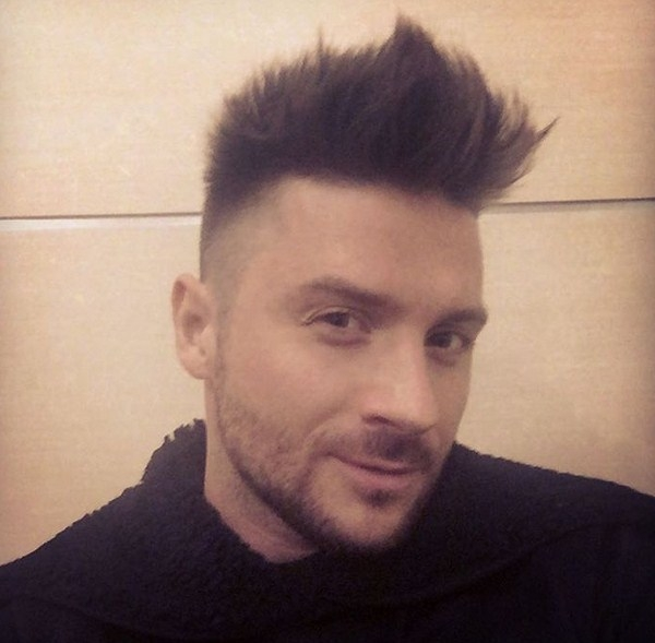 Сергей лазарев причёска