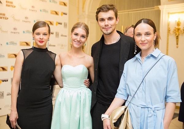 Кристина Асмус покорила всех своим образом на открытии кинофестиваля в Санкт-Петербурге