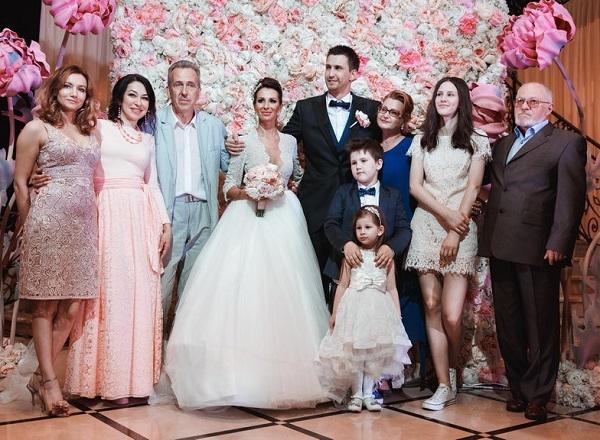 dbcf8633f55 Анна Грачевская вышла замуж в очень откровенном платье
