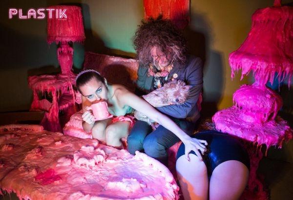 Майли Сайрус снялась в шокирующей фотосессии для Plastik Magazine