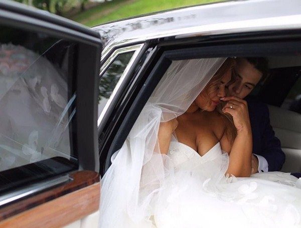 В сети появились первые фото и видео со свадьбы Корнелии Манго