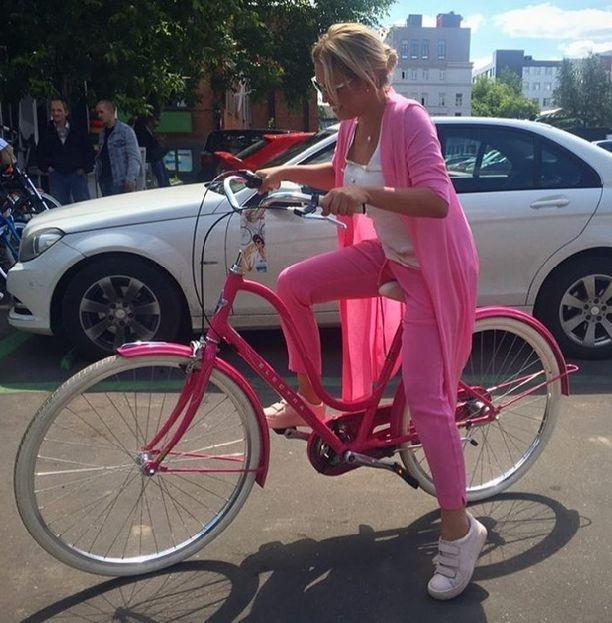 Показала свою в транспорте видео фото 128-810