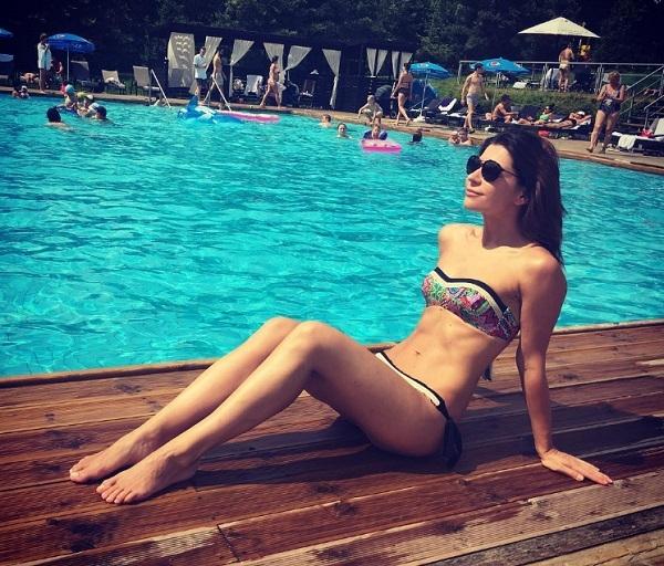 Екатерина Волкова похвасталась отменной фигуркой на подмосковном пляже