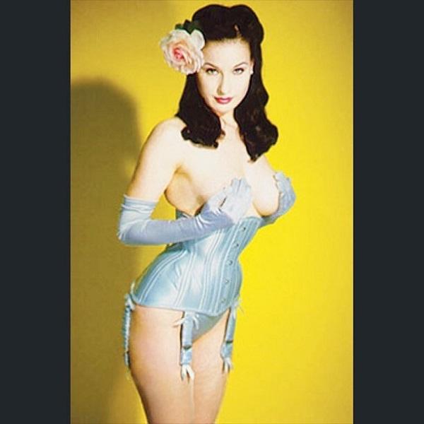 Дита фон Тиз выложила в сеть обнаженное фото 20-летней давности