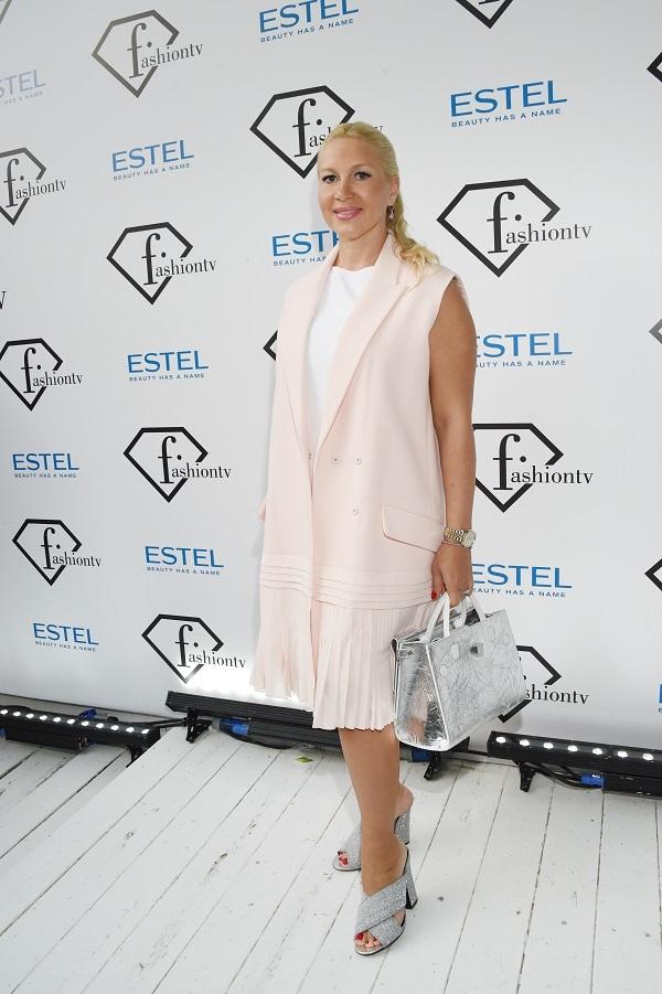 Екатерина Одинцова переоценила стройность своей талии, выбрав не самый удачный наряд