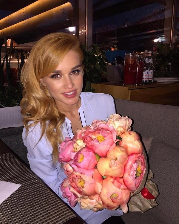 Ксения Бородина опубликовала снимок, на котором она в объятиях незнакомого мужчины
