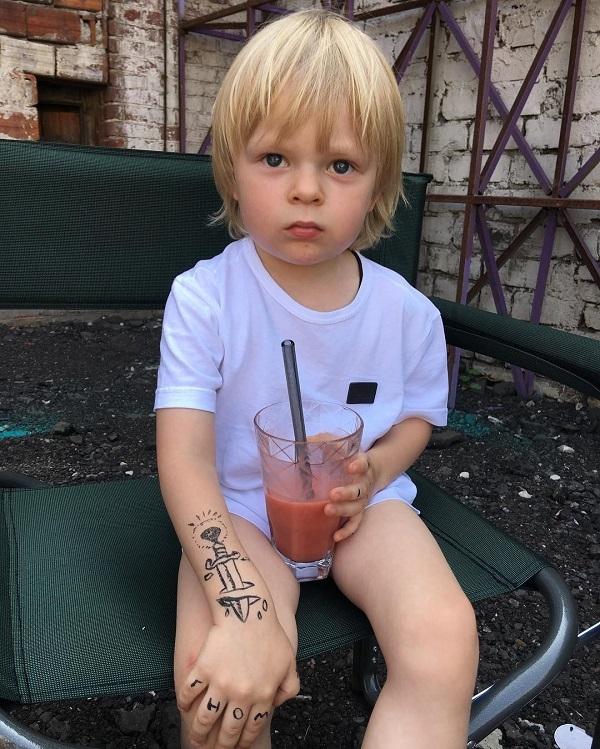 Сын Яны Рудковской захотел сделать татуировку «как у папы»