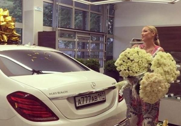 Анастасии Волочковой подарили дорогущий автомобиль с номерами, как у мусоровоза