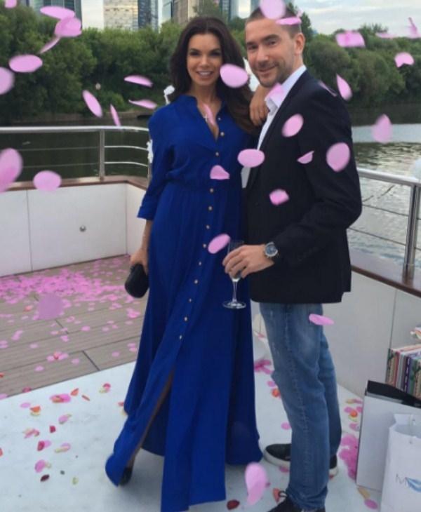 Катя Жужа объявила о помолвке с Олегом Винником, потерявшим жену и детей в трагедии над Синаем