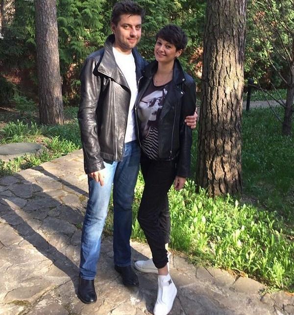 Солистка дуэта Непара Виктория Талышинская показала беременный животик