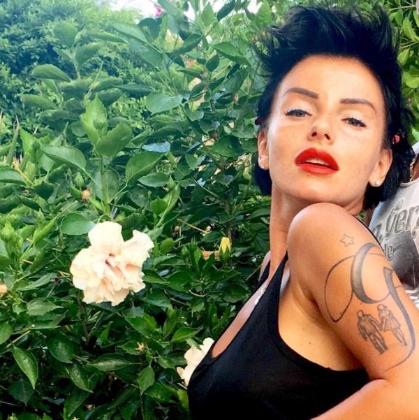 Юля Волкова и её таинственный бойфренд украсили свои тела татуировками