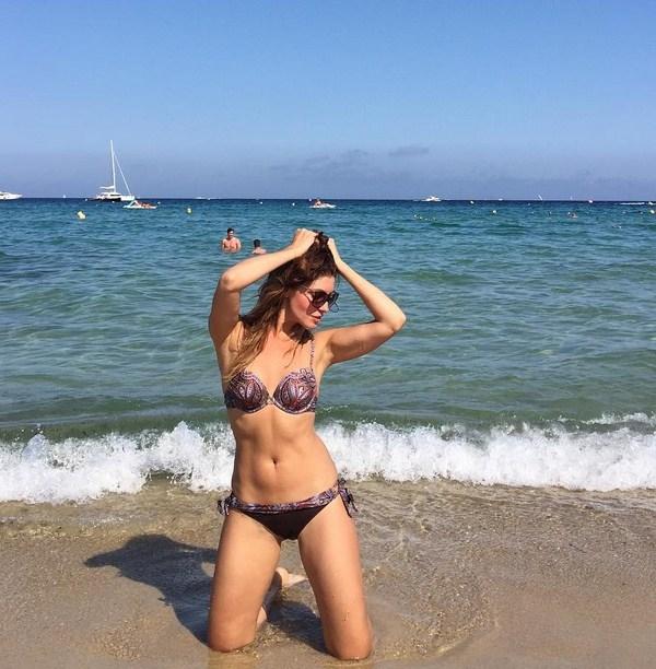 Анастасия Макеева провела вечер с Микки Рурком и показала фигуру в бикини