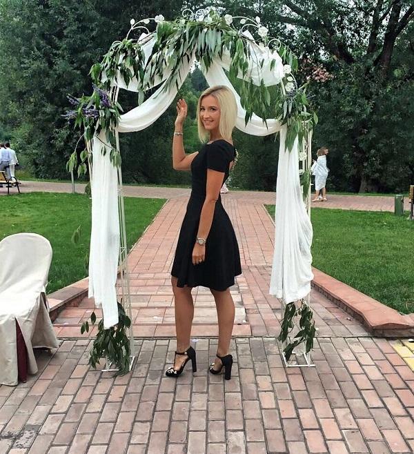 251b9aa38a4b2f1 Ольга Бузова надела очень странный наряд на свадьбу друзей